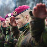 De rode baret behaald (foto: ministerie van Defensie)