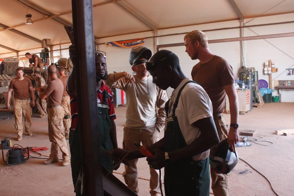 Militairen geven masterclass lassen in Mali