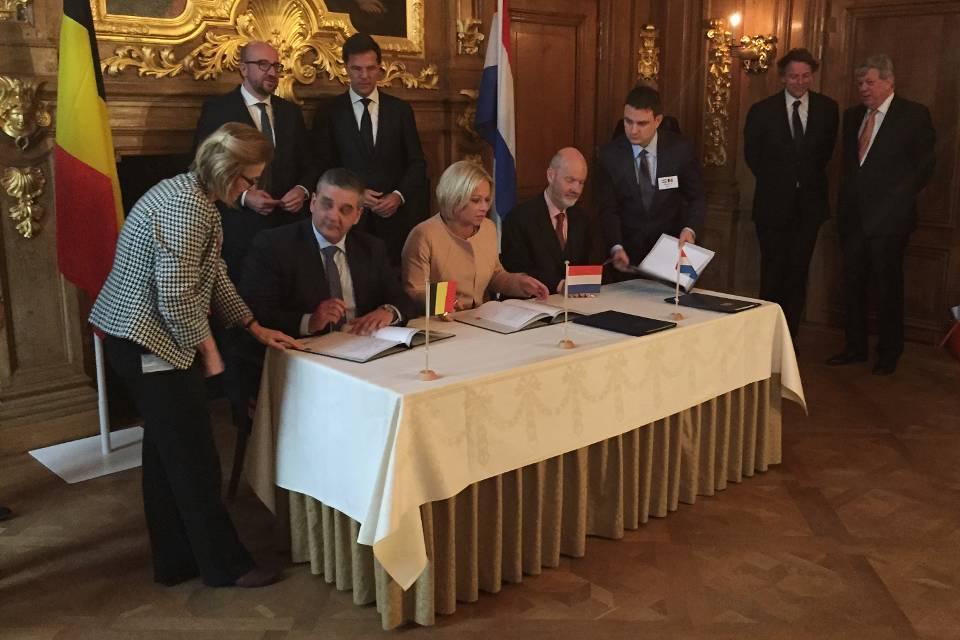 De Ondertekening: foto: Defensie.nl
