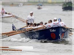 Mariniers roeien naar Thames tegen PTSS