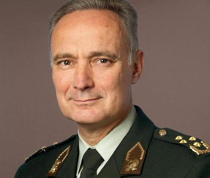 Bevelhebber Middendorp: Krijgsmacht balanceert op het randje