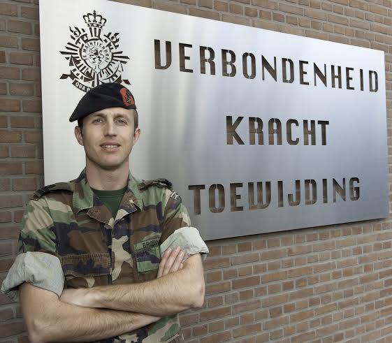 Bindend stemadvies: kies kapitein Brouwer voor jonge ambtenaar!