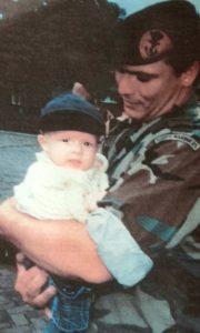 Mark Sterken in 2000 met zijn pasgeboren zoon