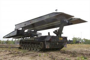 Brugleggende leopard tank