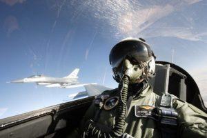 F16 Piloot (Foto NIMH beeldebank)