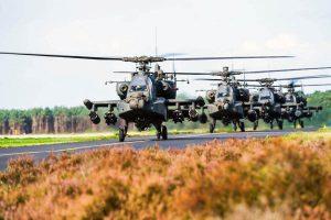 Apaches tijdens Falcon Autumn (foto Defensie)