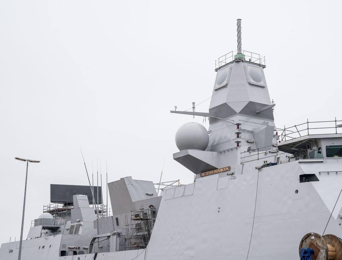 Nieuwe SMART-L-ELR-radar op Zr.Ms. Zeven Provinciën