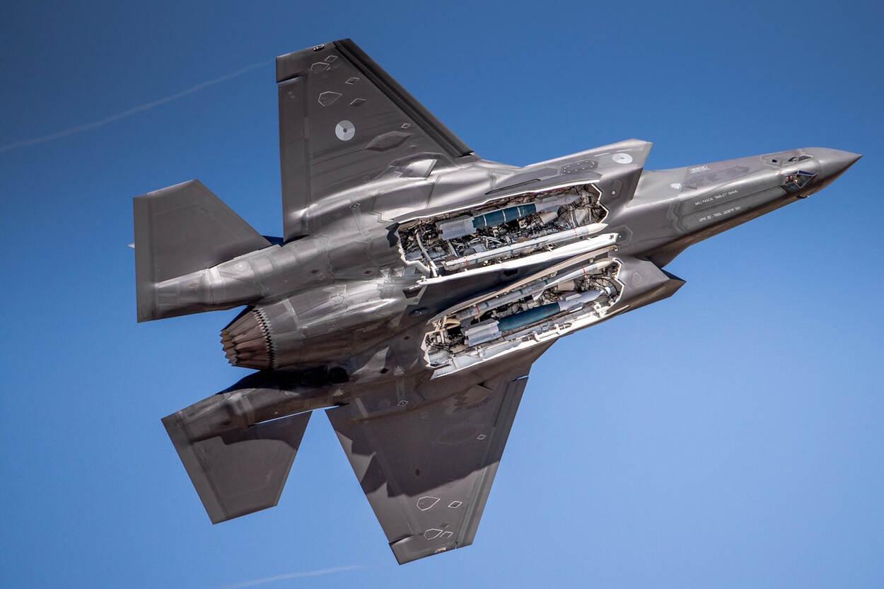 F-35 met bommenluik open (foto: Defensie.nl)