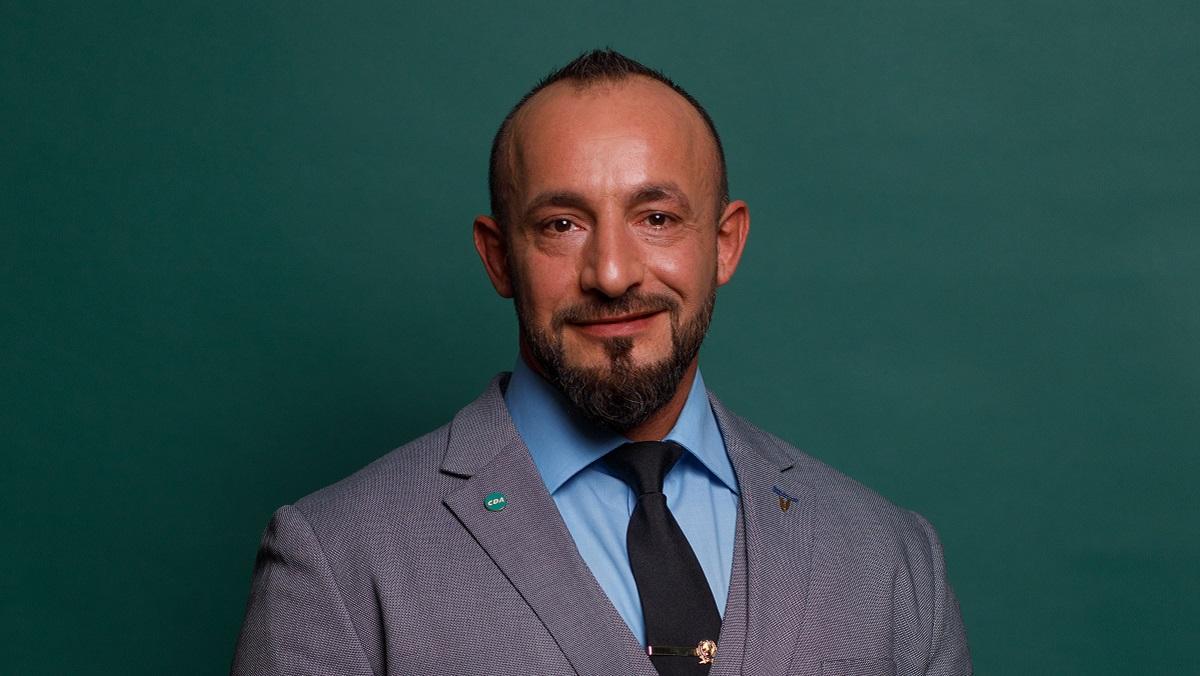 Mustafa Bal (CDA):Bij een serieus beroep als militair hoort een serieuze beloning